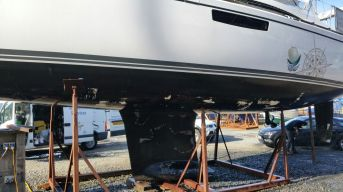 Before antifouling, cut and polish